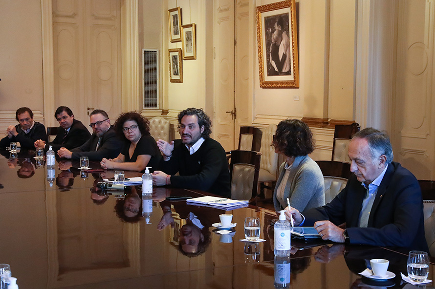 """El gobierno nacional analiza una """"apertura paulatina"""" del aislamiento obligatorio"""