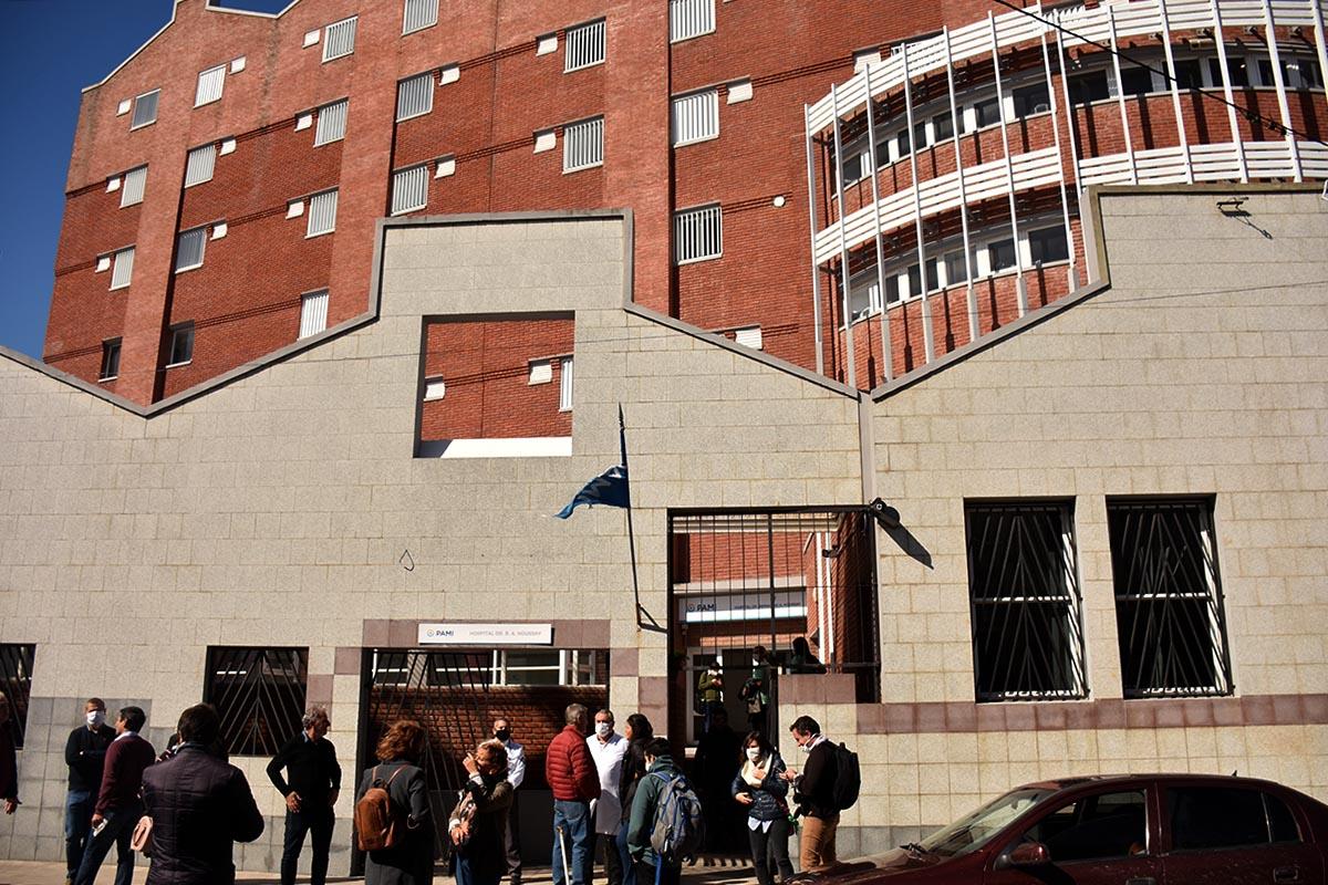 Hospital Houssay: restringen la atención presencial y aíslan a trabajadores y pacientes
