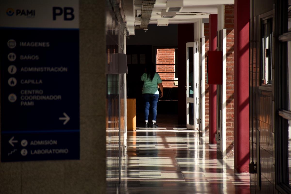 Hospital Houssay: mensajes alentadores en manteles para romper la soledad