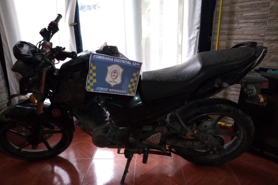 Robó una moto y disparó en medio de la persecución: detenido