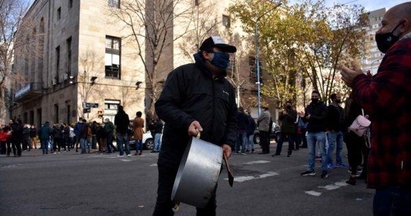 "Gastronómicos protestaron frente al Municipio: ""Queremos trabajar"""