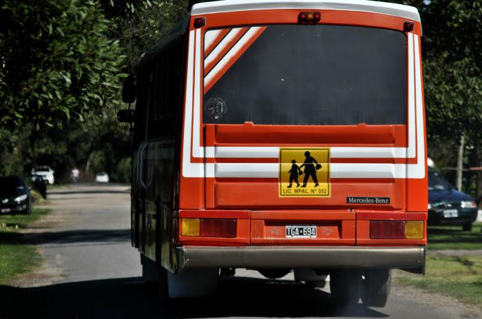 Transportistas escolares, entre los protocolos y la necesidad de trabajar