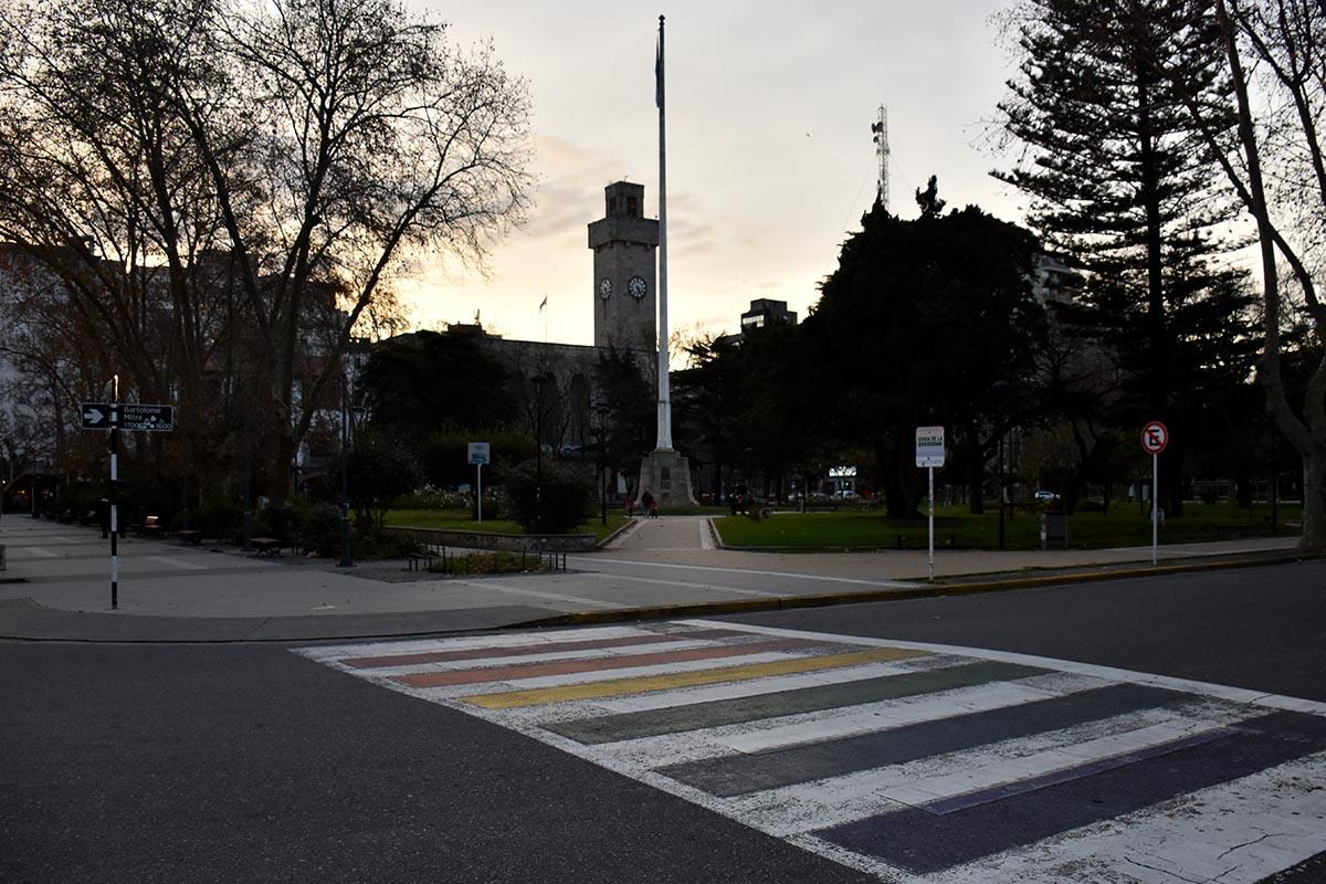 Día del Orgullo: un grupo de veteranos de guerra bajó la bandera de la diversidad