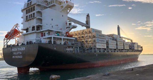 Puerto: un nuevo portacontenedores opera en Mar del Plata
