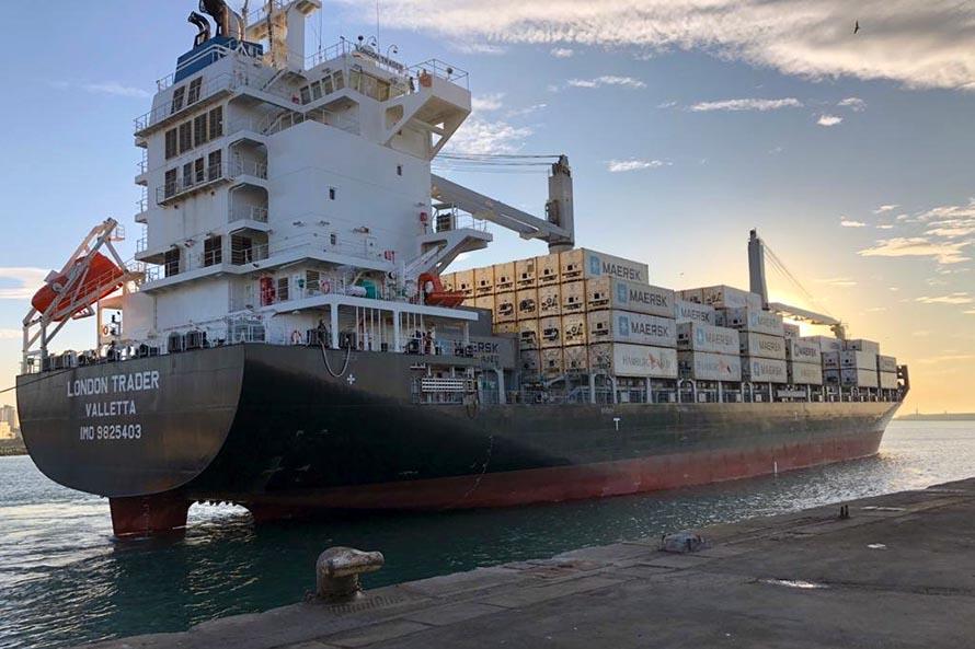 Empezó a operar en TC2 (Puerto Mar del Plata) el nuevo buque London Trader de Maersk, que duplica la capacidad de contenedores