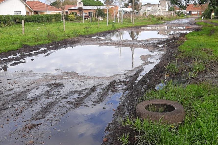 Lluvia, barro y las calles de San Jacinto nuevamente intransitables