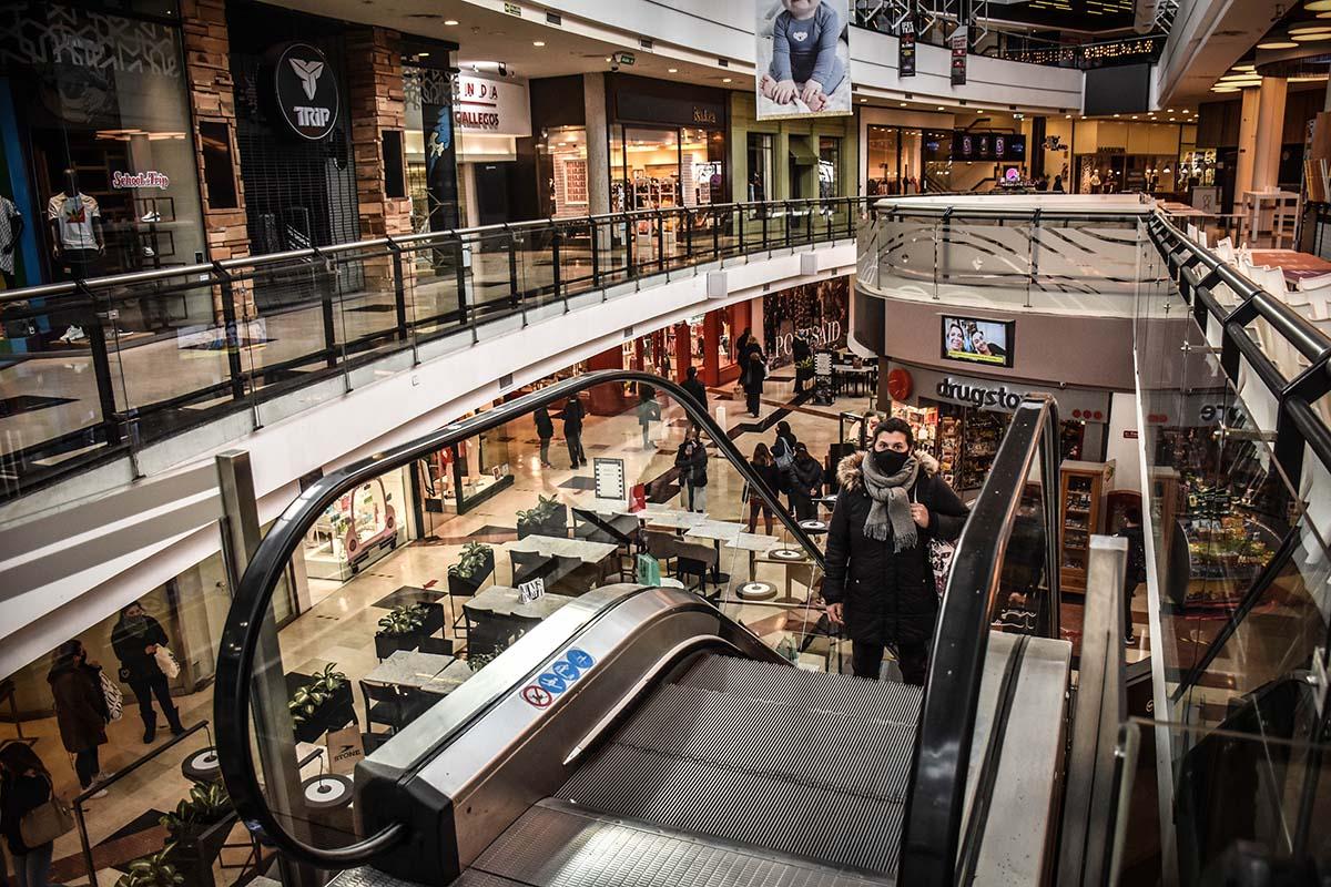 """Reabrieron los shoppings en Mar del Plata: las fotos del regreso en """"formato galería"""""""