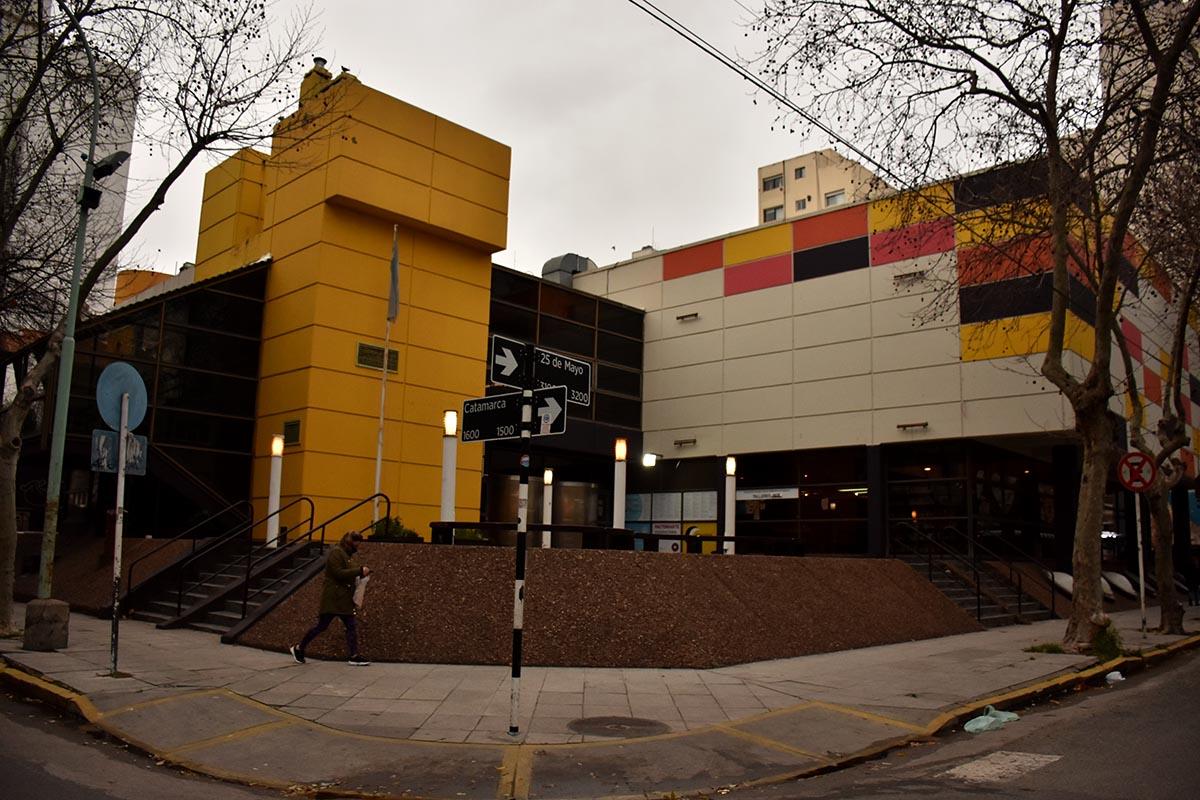 """Biblioteca municipal: 30 años de desidia y un edificio que """"se cae a pedazos"""""""