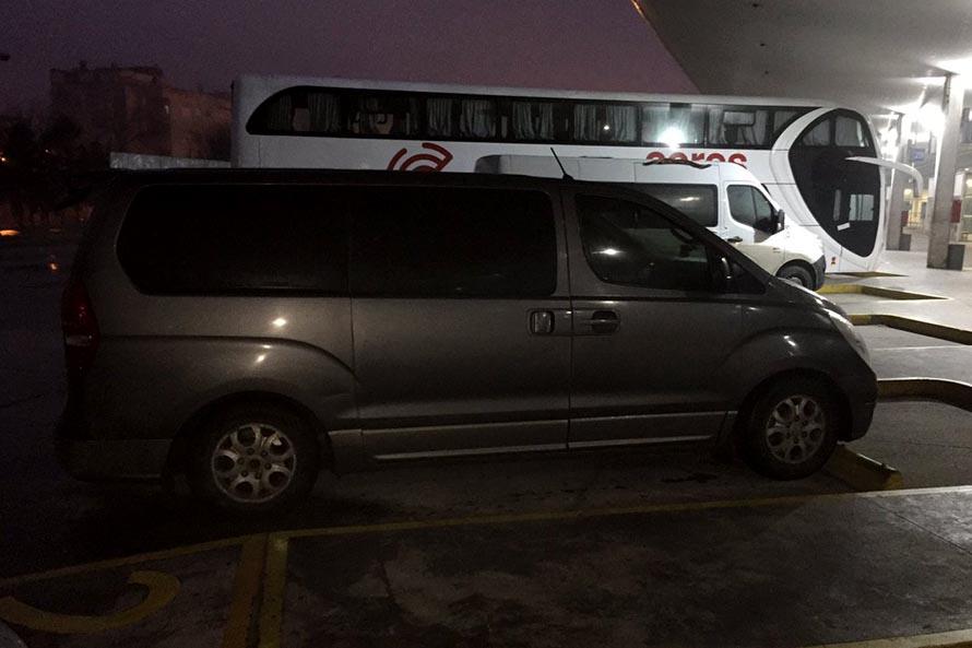 Retienen una combi que transportaba personas desde Bahía Blanca