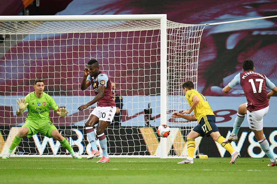 Emiliano Martínez, titular en la derrota del Arsenal ante Aston Villa