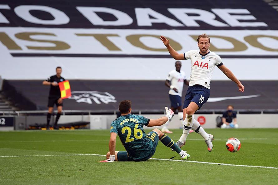 A pesar del buen rendimiento de Martínez, el Arsenal cayó en el clásico londinense