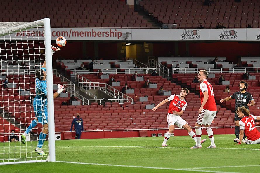 Emiliano Martínez, titular en la victoria del Arsenal ante el Liverpool