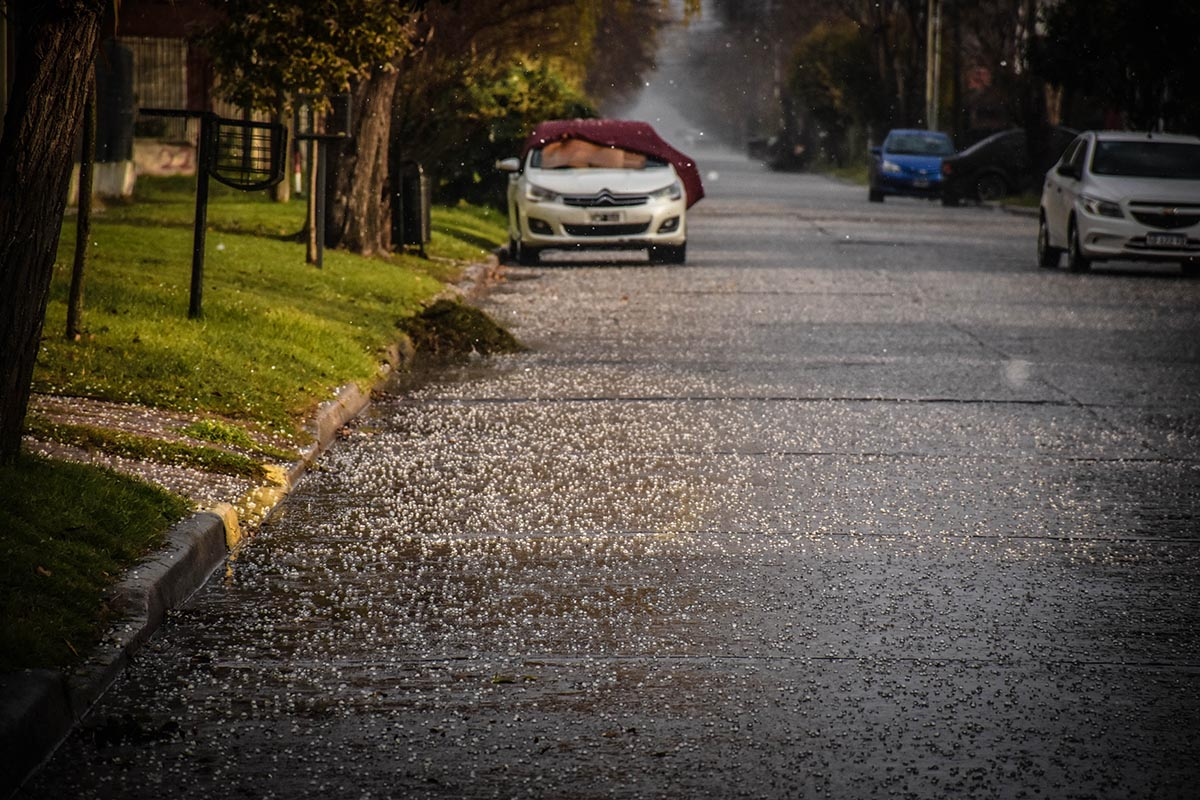En medio del alerta meteorológico, granizó en Mar del Plata