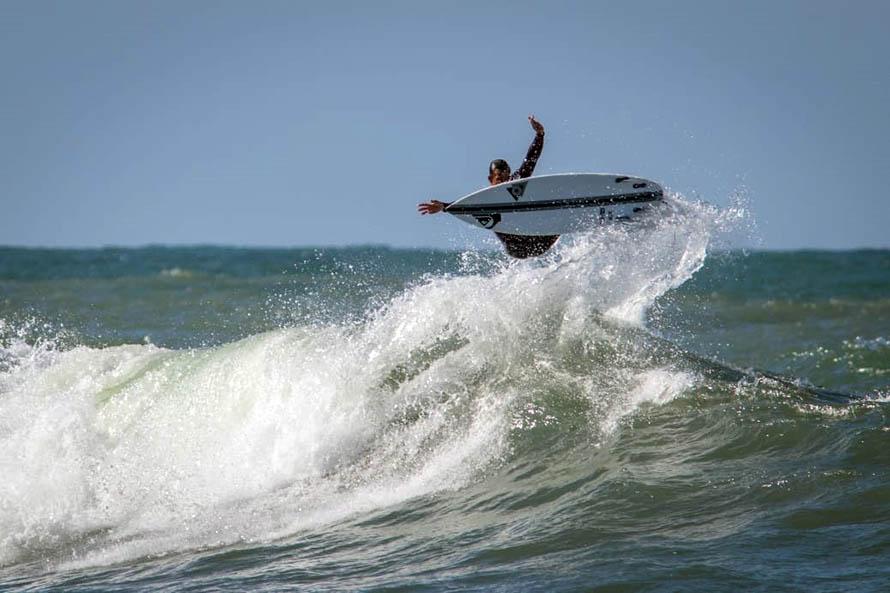 Y un día volvió el surf: felicidad y responsabilidad tras más de 100 días sin mar