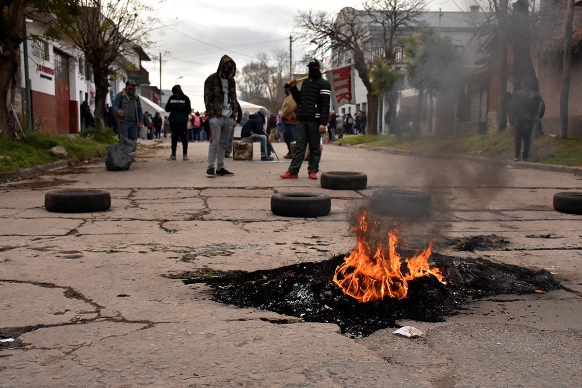 """Desarrollo Social, cinco días de acampe: """"Aún no nos dan respuestas"""""""