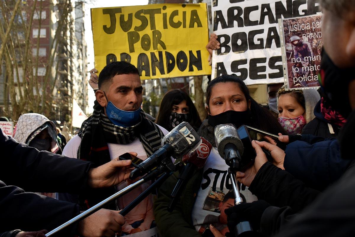 """Familiares de Brandon Romero, entre la búsqueda de ayuda y el """"hostigamiento"""" policial"""