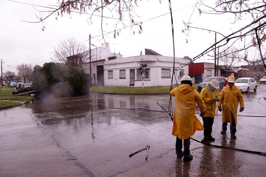 Por el temporal, se registran cortes de luz en distintos barrios de Mar del Plata