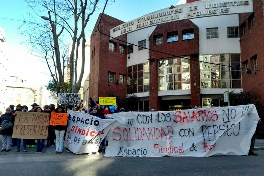 """Tras la conciliación, la solidaridad con Pepsico: """"La burocracia sindical les soltó la mano"""""""