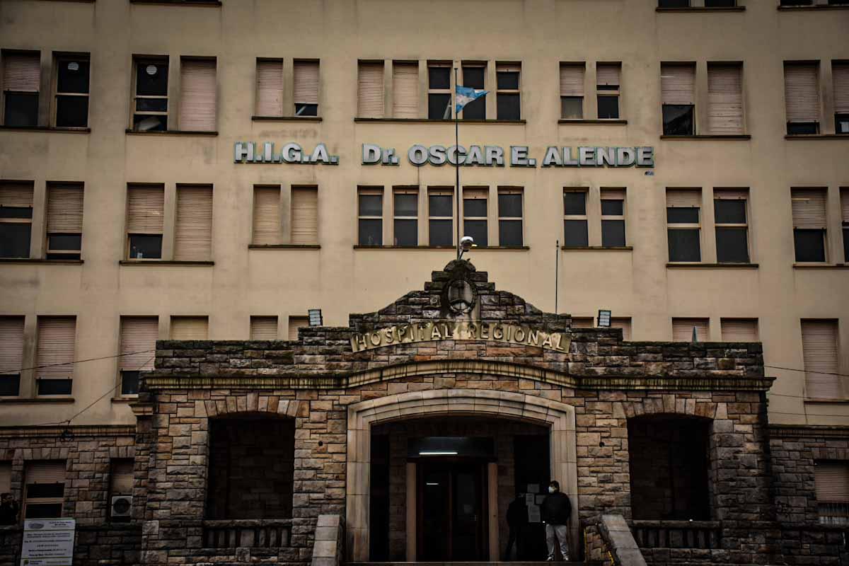 Allanaron el HIGA en busca de la historia clínica de un joven que fue baleado