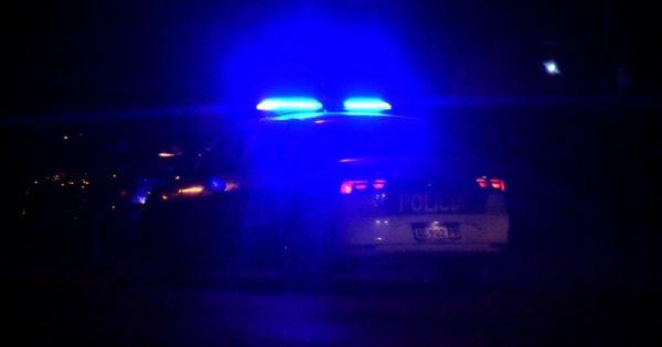 Cuarentena: mesas a la calle en un bar a modo de protesta y cruces con la Policía