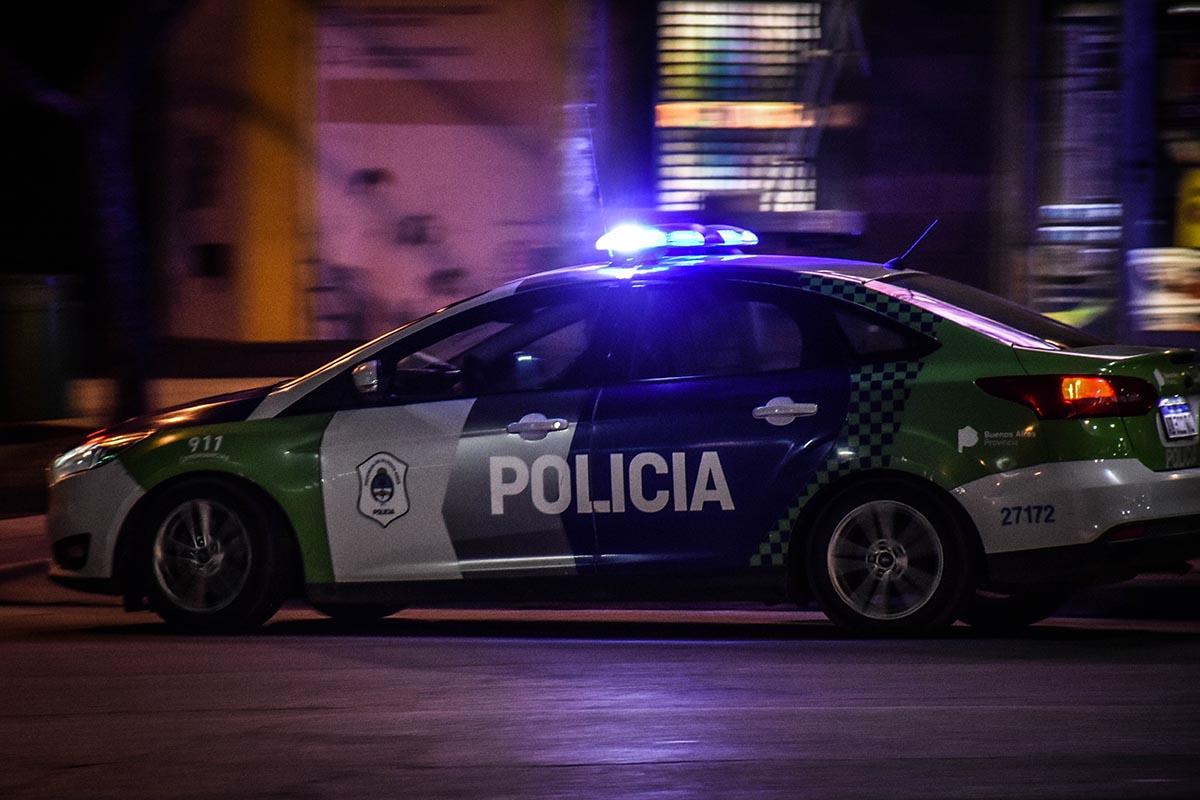 Robaron una camioneta, huyeron y los persiguió la policía: un detenido