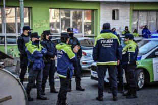 Policía Bonaerense: Kicillof anunció un salario inicial de $44 mil y suba de horas extras