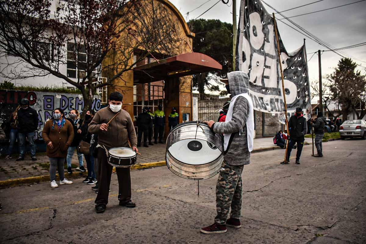 Protesta en Desarrollo Social en reclamo por mayor asistencia para los comedores