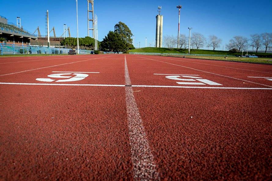 Realizaron trabajos de mantenimiento en la Pista de Atletismo Justo Román