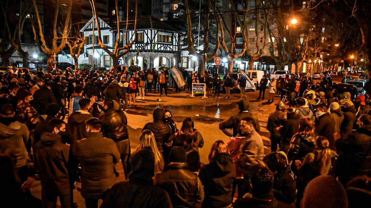 Reclamo y protesta de la policía en Mar del Plata por mejoras salariales - Qué digital