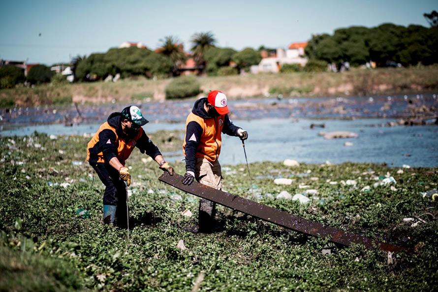 Realizan trabajos de limpieza para la puesta en valor del Parque Camet