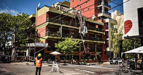 Cayó una antena en un edificio de Alem y Quintana