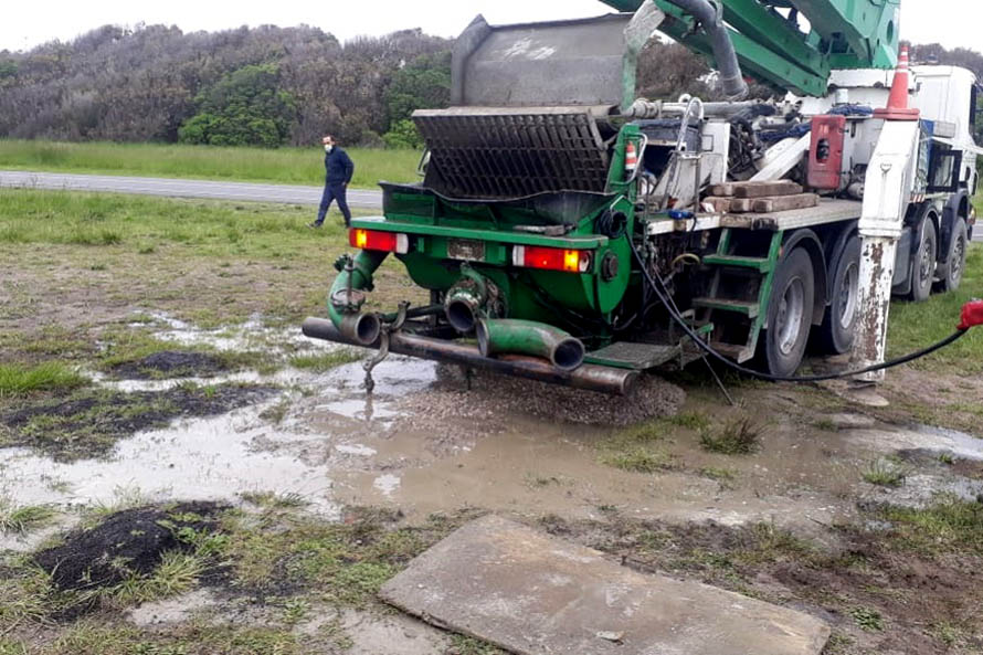Un camión vertió restos de cemento fresco sobre la Reserva Paseo Costanero Sur