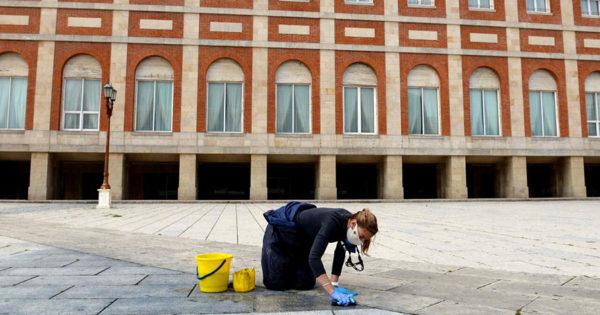 Restauran las baldosas de la Rambla tras la pintada en homenaje a Néstor Kirchner