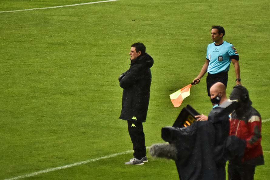Ángel Guillermo Hoyos dejó de ser el entrenador de Aldosivi