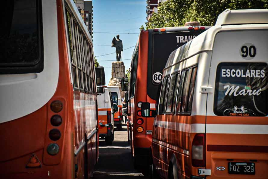 Transporte escolar: protesta en Mar del Plata y acampe en La Plata