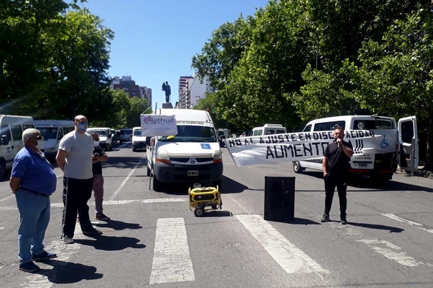 Transportistas de personas con discapacidad se movilizaron al Municipio