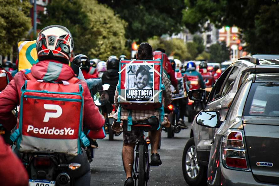 Repartidores marcharon al centro en reclamo de justicia por la muerte de Emiliano Vidal