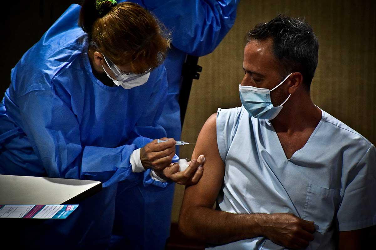 La Anmat amplió el uso de emergencia de la vacuna rusa para mayores de 60 años