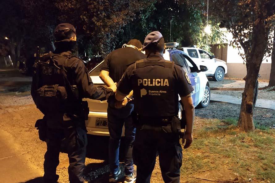 Intentó entrar a robar a una casa, lo persiguió el dueño y lo detuvo la policía