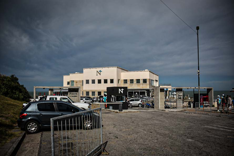 Golpearon a un turista en un boliche de Playa Grande: está internado