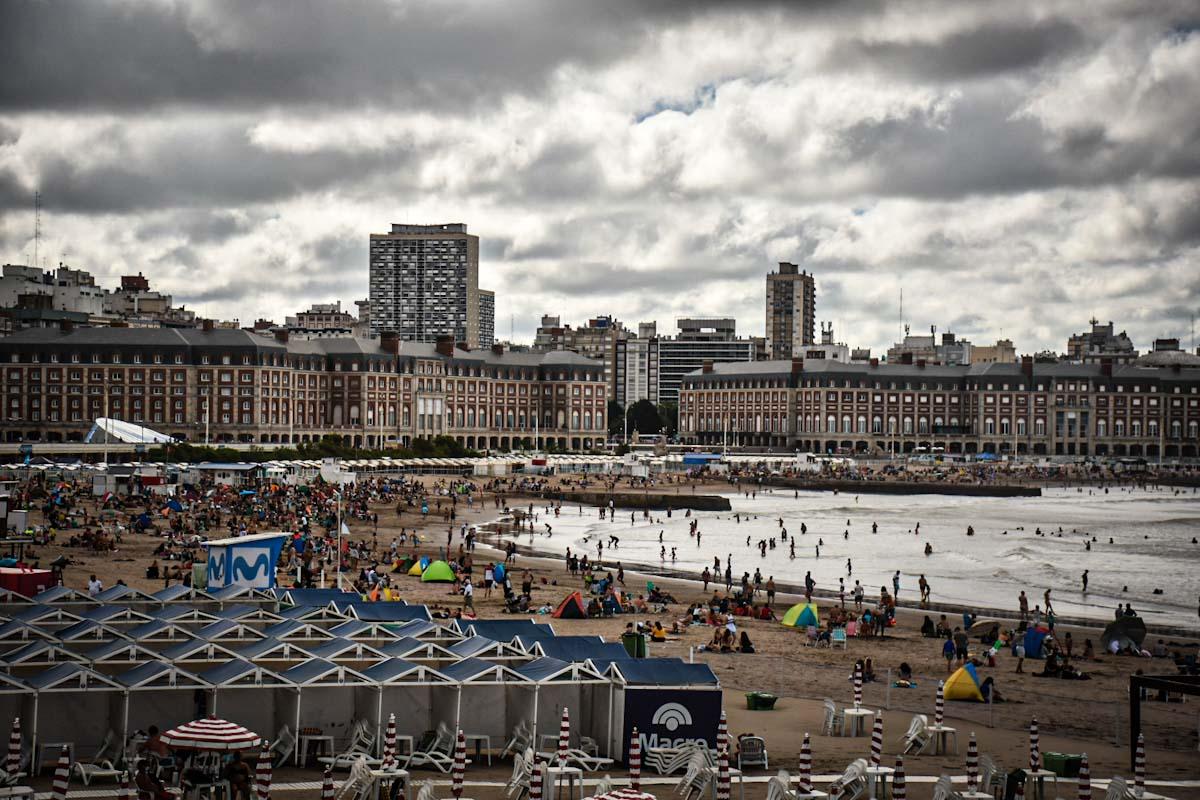 Mar del Plata recibió 381.092 turistas en la primera quincena de enero, un 40% menos que el año pasado