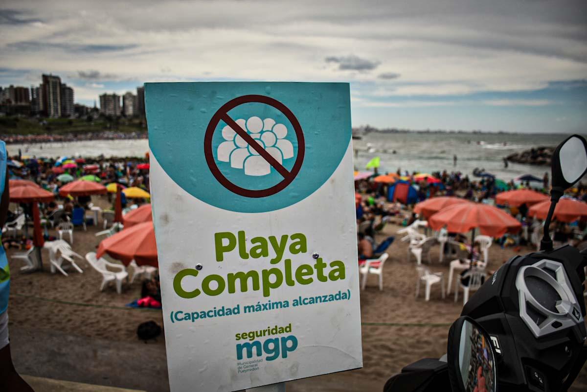 Temporada en pandemia: domingo de playa y limitaciones en algunos sectores