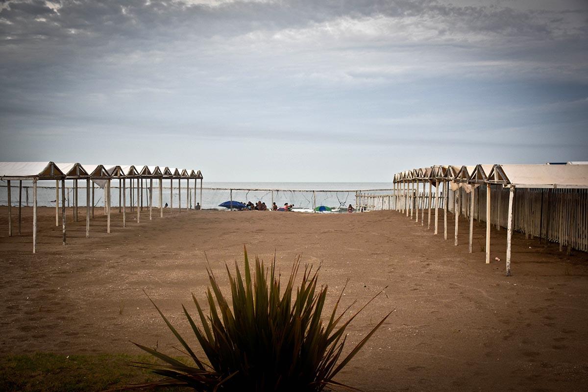 Un estudio del Conicet, entre el nivel de ocupación de carpas y lo que queda de playa pública