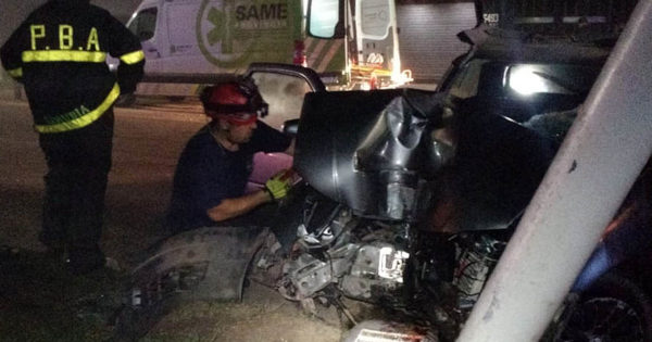 Murió un hombre tras chocar contra una columna en la Ruta 11
