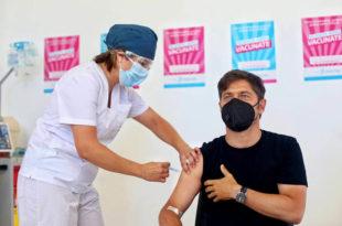 """Kicillof se aplicó la segunda dosis de la vacuna rusa: """"Estamos muy conformes"""""""