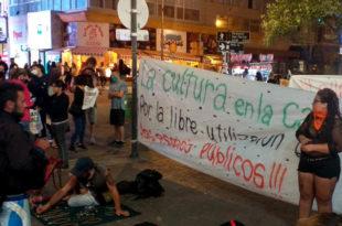 Protesta de artesanos en la peatonal: les impidieron trabajar en Plaza San Martín