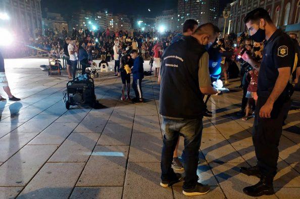 """Desarticularon tres """"shows ilegales"""" en la Rambla: había 200 personas"""