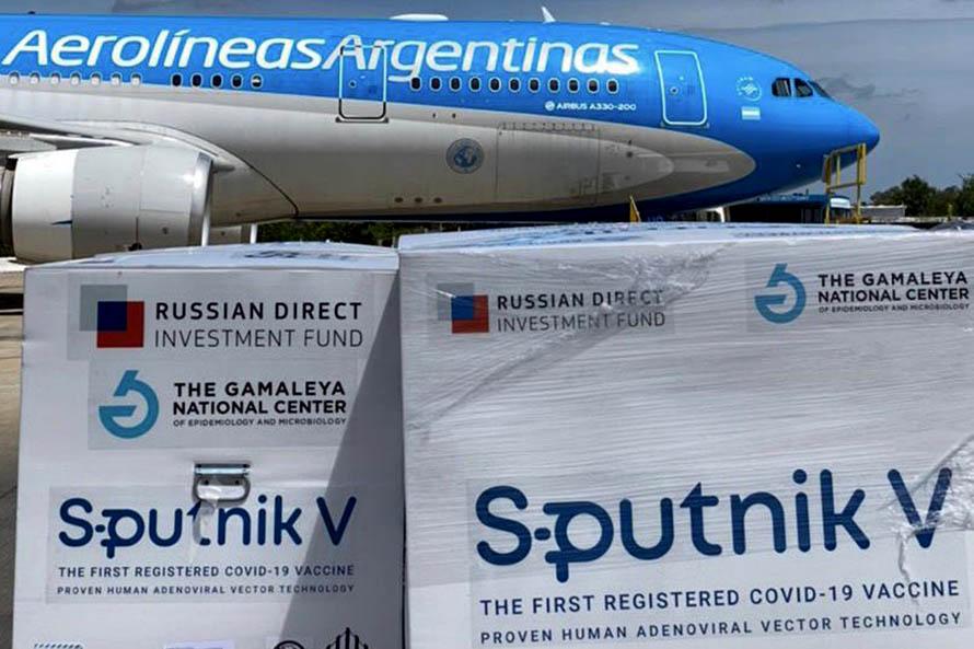 Llegó el avión con las segundas 300 mil dosis de la vacuna rusa contra el coronavirus