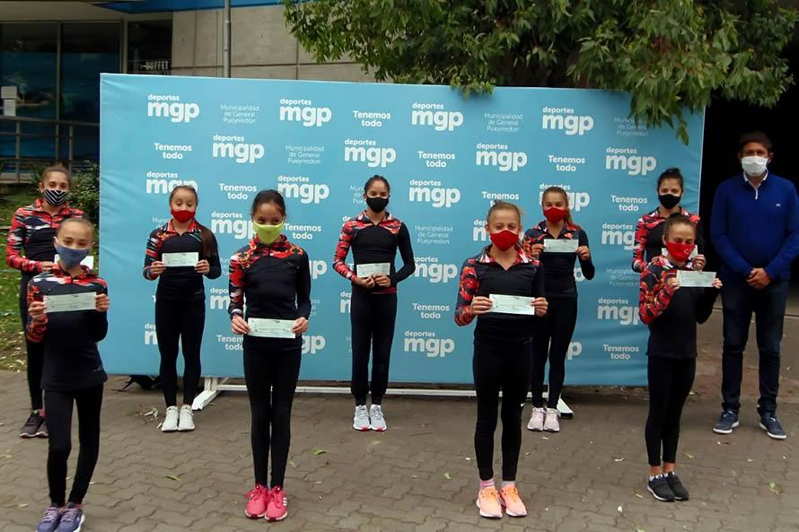 Entregaron becas a deportistas marplatenses de gimnasia, vela y triatlón