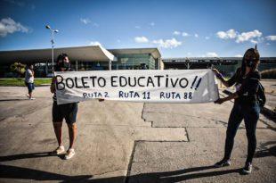 Costa Azul: cansadas de esperar respuestas, presentaron un amparo por el boleto estudiantil